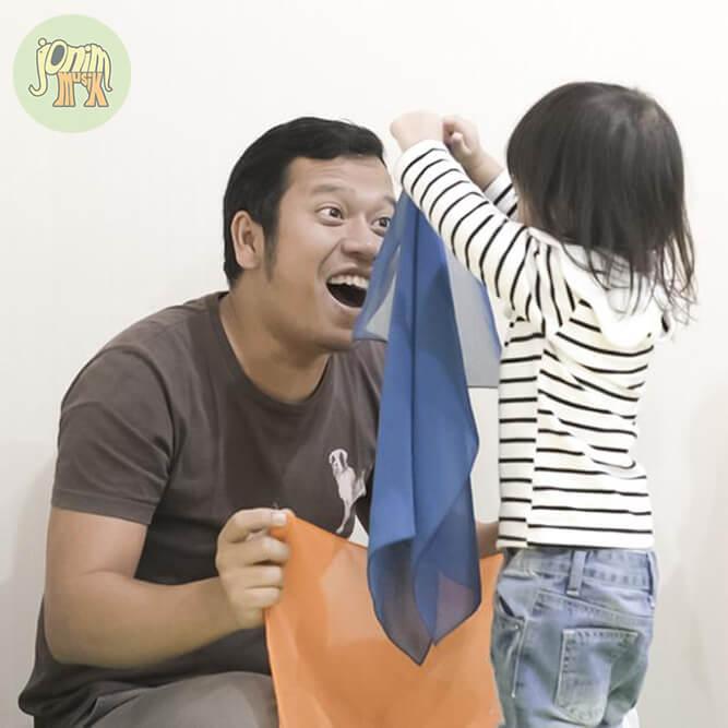 foto anak bersama ayah di kelas jonim musik