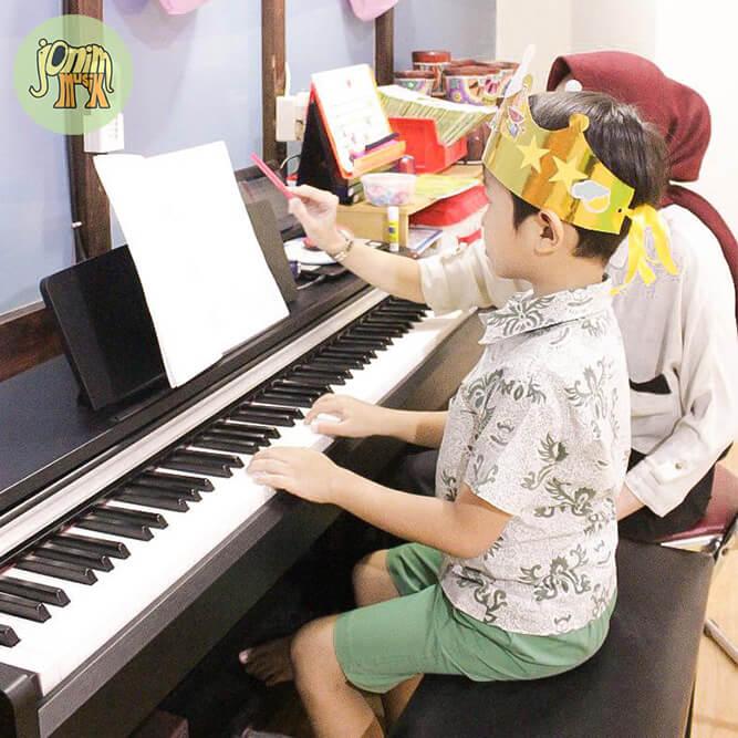 kursus les privat piano anak jonim musik bandung